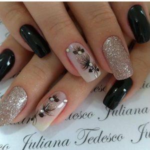 νύχια με λουλούδια και γκλίτερ