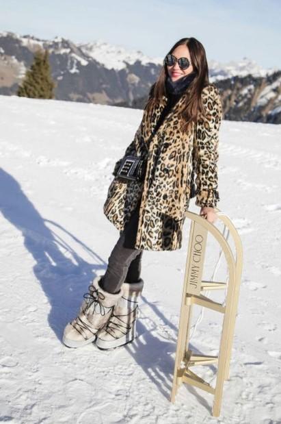εντυπωσιακή στα χιόνια λεοπάρ γούνα