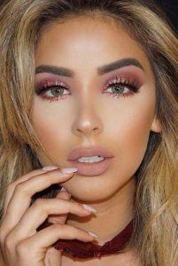 μακιγιάζ για ρεβεγιόν ροζ χρυσή σκιά και nude χείλη