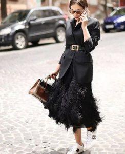 μακριά μαύρη φούστα με φτερά outfits φτερά Χριστούγεννα