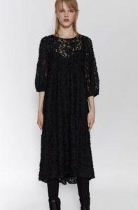 μακρύ μαύρο φόρεμα με δαντέλα