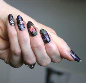 όμορφα λουλουδάτα νύχια
