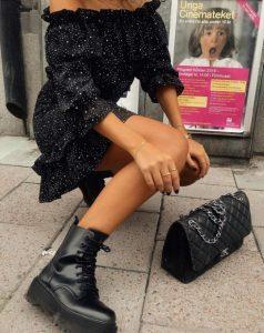 μίνι φόρεμα μαύρο μποτάκι