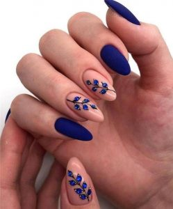 μπλε εντυπωσιακό μανικιούρ