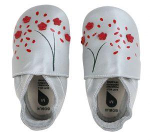 παιδικά παπούτσια bobux με κόκκινα λουλουδάκια