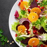 πιάτο με σαλάτα πορτοκάλι μαρούλι μην πάρεις κιλά Χριστούγεννα