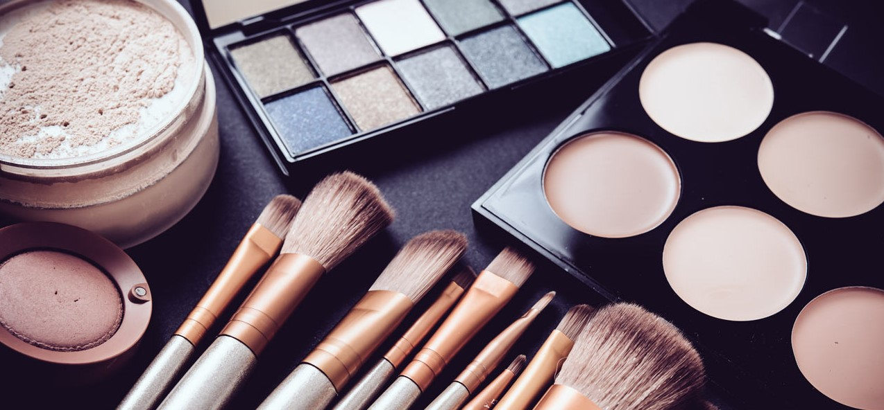 πινέλα, προϊόντακαι εργαλεία του μακιγιάζ