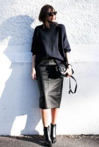 μαύρο σύνολο με δερμάτινη φούστα