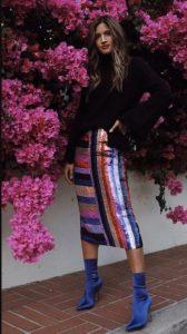 πολύχρωμη φούστα με παγιέτα μαύρο πουλόβερ
