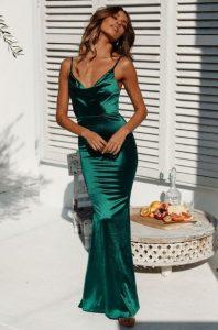 εντυπωσιακά outfits με σατέν φόρεμα