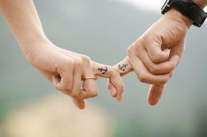 Τα υγιή ζευγάρια μιλούν με σεβασμό ο ένας στον άλλον, ακόμα και όταν ο άλλος δεν είναι εκεί για να το ακούσει.