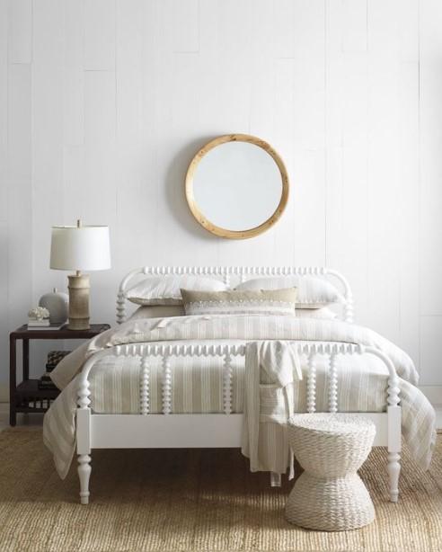 στρόγγυλος καθρέπτης πάνω από το κρεβάτι διακοσμήσεις τοίχους υπνοδωματίου