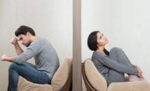 άντρας και γυναίκα τοίχος ανάμεσα τους