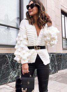 άσπρη πλεκτή ζακέτα μαύρη ζώνη φορέσεις ζακέτα στυλ