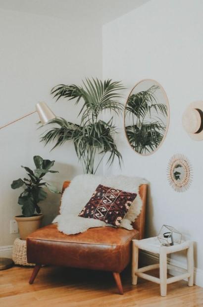 δερμάτινη καφέ πολυθρόνα φυτά