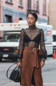 καφέ φούστα με διαφανής μπλούζα