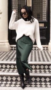 φούστα σατέν με πουλόβερ