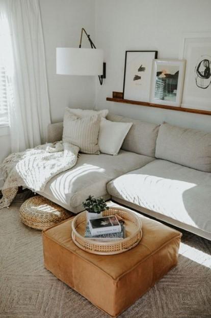 σαλόνι άσπρος καναπές φωτιστικό τοίχου οδηγός αρχαρίων διακόσμηση σαλονιού