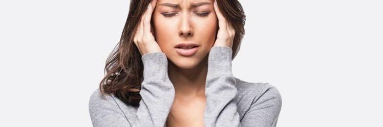 γυναίκα έχει πονοκέφαλο αιτίες αντιμετώπιση ημικρανίες