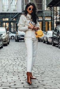κίτρινη τσάντα λευκό σύνολο