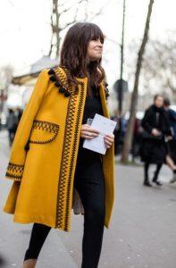 κίτρινο παλτό για χειμερινό σύνολο