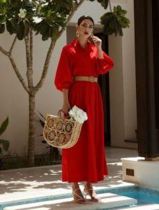 κόκκινο μάξι φόρεμα ψάθινη τσάντα γυναικείο ντύσιμο άντρες ελκυστικά