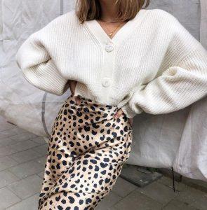 κοντή άσπρη ζακέτα λεοπάρ φούστα