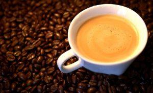 κούπα καφέ κόκκοι καφέ