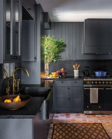 ντουλάπια σε σκούρα χρώματα