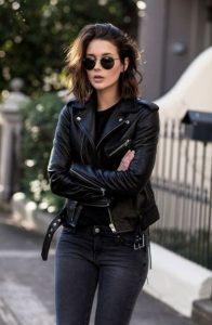 μαύρο δερμάτινο μπουφάν τζιν παντελόνι