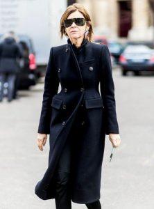 μαύρο μακρύ παλτό ώριμη γυναίκα