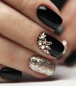 μαύρα νύχια γκλίττερ