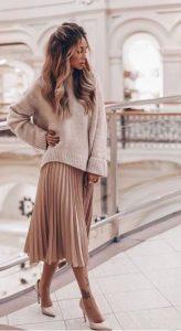 μπεζ πλισέ φούστα μπεζ πουλόβερ