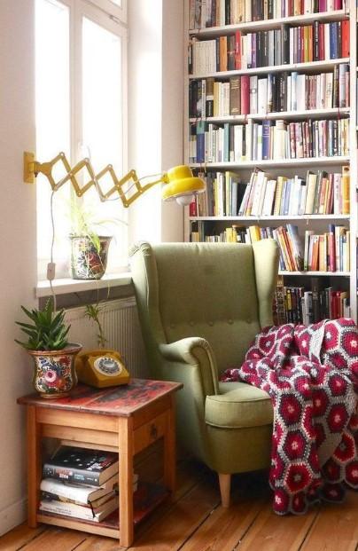 πράσινη πολυθρόνα βιβλιοθήκη