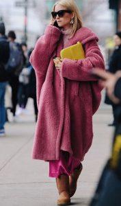 ροζ γούνινο παλτό