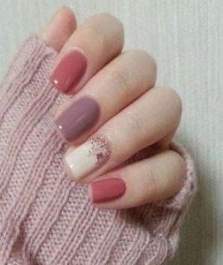 ροζ κοντά νύχια