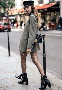 γυναίκα με παλτό- σακάκι