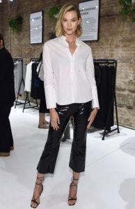 βινύλ cropped παντελόνι άσπρο πουκάμισο μοντέρνο ντύσιμο