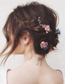 χτένισμα με τσιμπιδάκια με λουλούδια