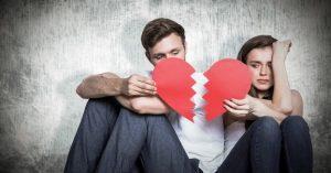ζευγάρι τσακωμένο ραγισμένη καρδιά
