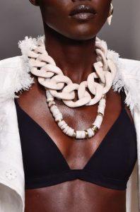 άσπρη μεγάλη αλυσίδα κολιέ τάσεις κοσμήματα 2020