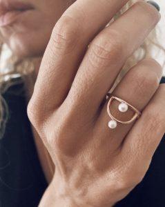 διακριτικό δαχτυλίδι πέρλα