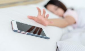 κινητό εθισμός γυναίκα