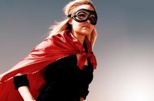 γυναίκα μάσκα κόκκινη κάπα υπέρ ήρωας βλάπτεις παιδί