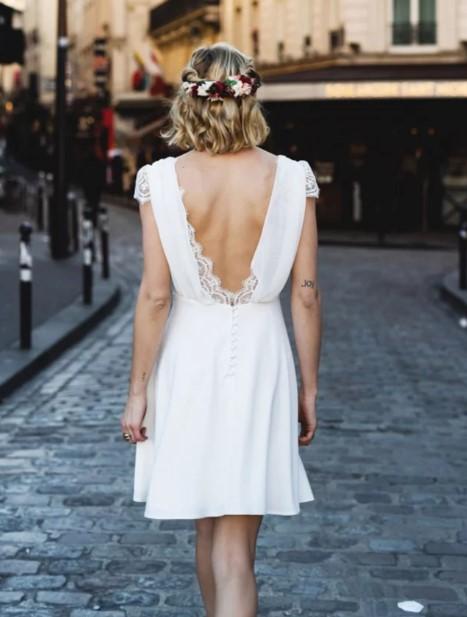 κοντό άσπρο φόρεμα ανοιχτή πλάτη πολιτικός γάμος