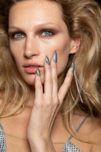 μεταλλικά νύχια γκρι μπλε νύχια Άνοιξη-Καλοκαίρι 2020