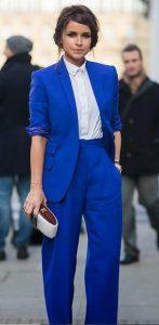 Μπλε κουστούμι με άσπρο τοπ