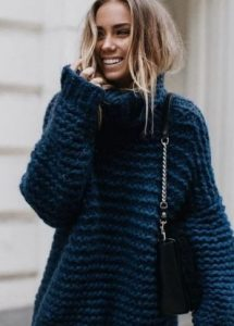Μπλε φαρδύ πουλόβερ με ζιβάγκο