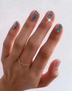 νύχια μπλε στρας ανοιξιάτικα σχέδια νύχια