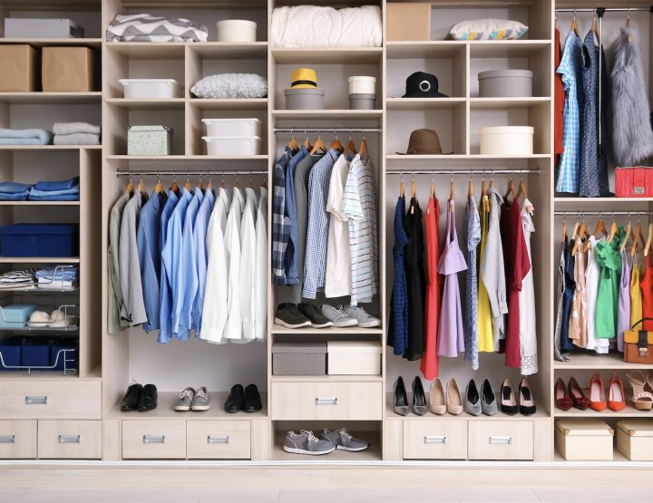 Πώς να οργανώσεις τα ρούχα στη ντουλάπα σου!